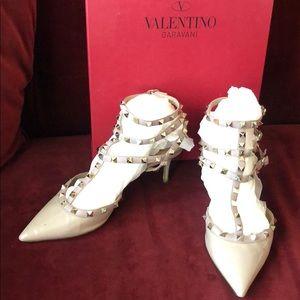 VALENTINO Rockstud low heel patent nude mules